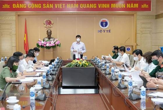 Bộ trưởng Bộ Y tế Nguyễn Thanh Long chủ trì cuộc họp của Tiểu ban Y tế.