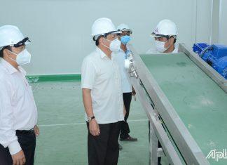Đồng chí Phạm Văn Trọng kiểm tra tiến độ xây dựng và công tác phòng, chống dịch Covid-19 tại Nhà máy chế biến nông sản của Công ty cổ phần công nghiệp thực phẩm Thabico - Tiền Giang.