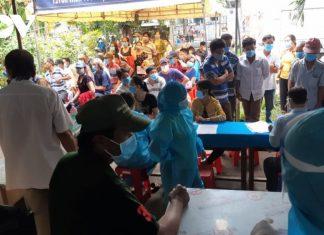 Nhiều điểm tiêm phòng ở Tiền Giang đông người, nguy cơ lây lan dịch bệnh