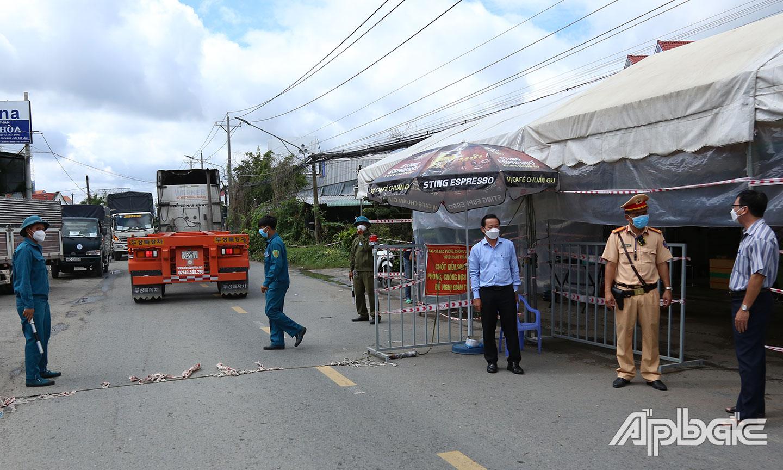 Kiểm tra tại Chốt kiểm soát trên đường huyện