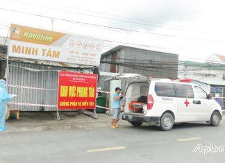Xe của Trung tâm Y tế huyện Châu Thành đón F0 đi điều trị