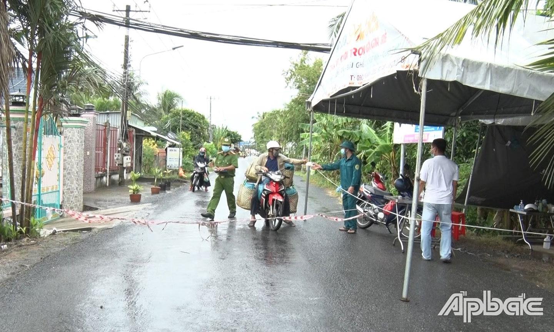 """Chốt bảo vệ """"vùng xanh""""  tại ấp Tân Phong, xã Tân Hội."""
