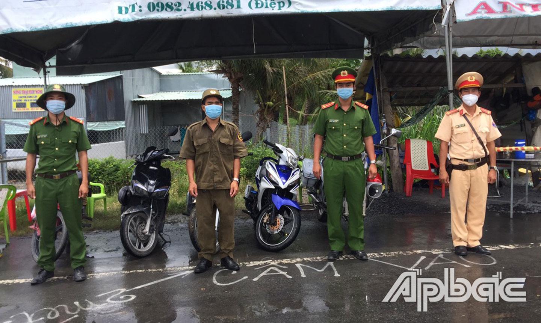 Cán bộ, chiến sĩ Công an huyện Gò Công Đông nỗ lực thực hiện nhiệm vụ kép.