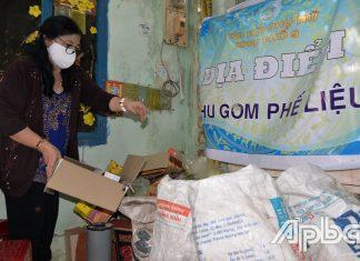 Cô Hồng duy trì mô hình tiết kiệm từ phế liệu, mỗi năm  gần 15 triệu đồng để giúp đỡ phụ nữ nghèo.