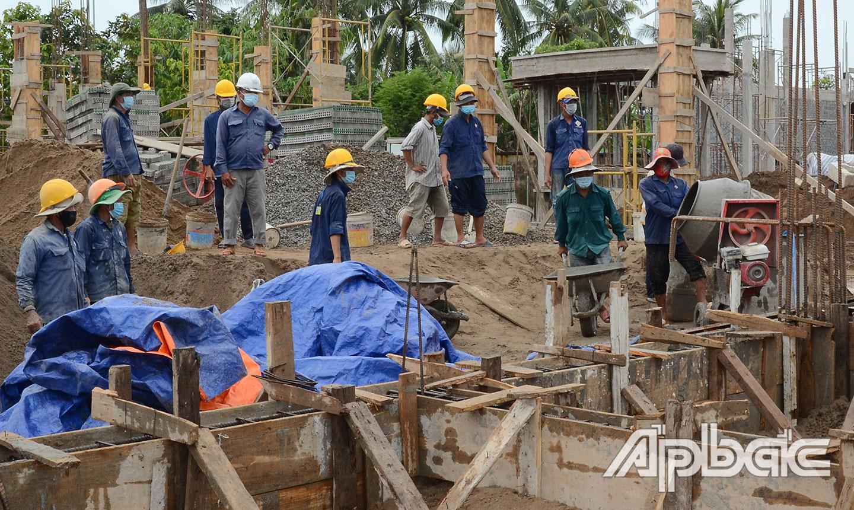 Huyện Gò Công Tây đang đẩy nhanh tiến độ các công trình xây dựng cơ bản.